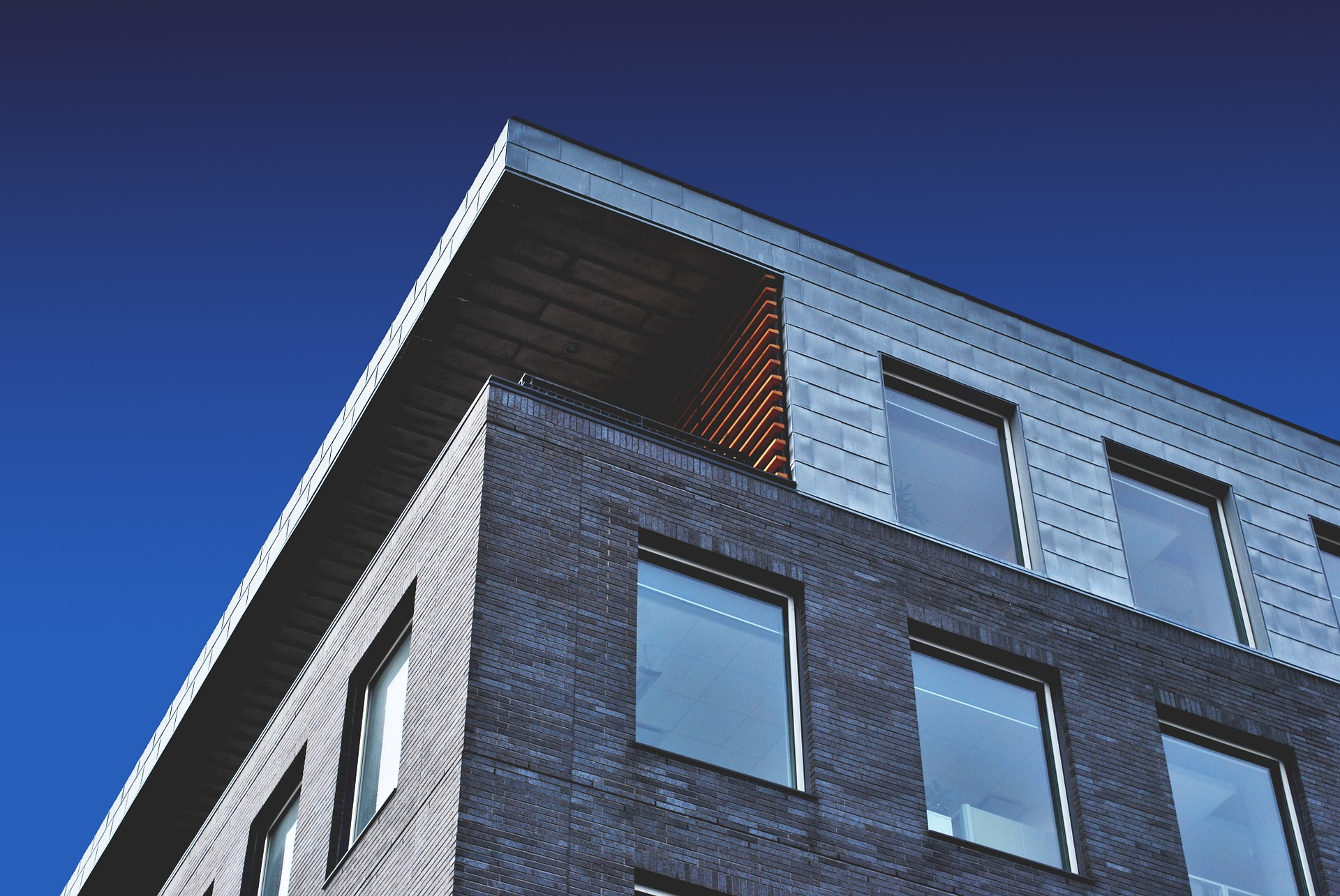 building-1081868_1920